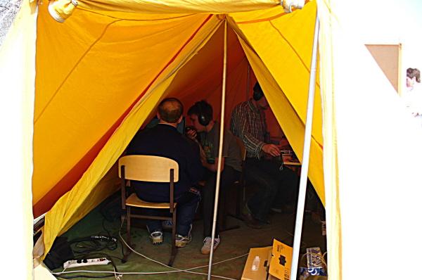 Ну - ка, что там в палатке ?